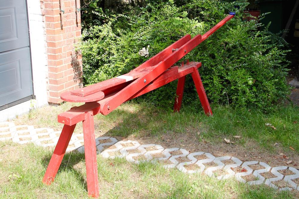 rot gestrichene hölzerne Schokokusswurfmaschine