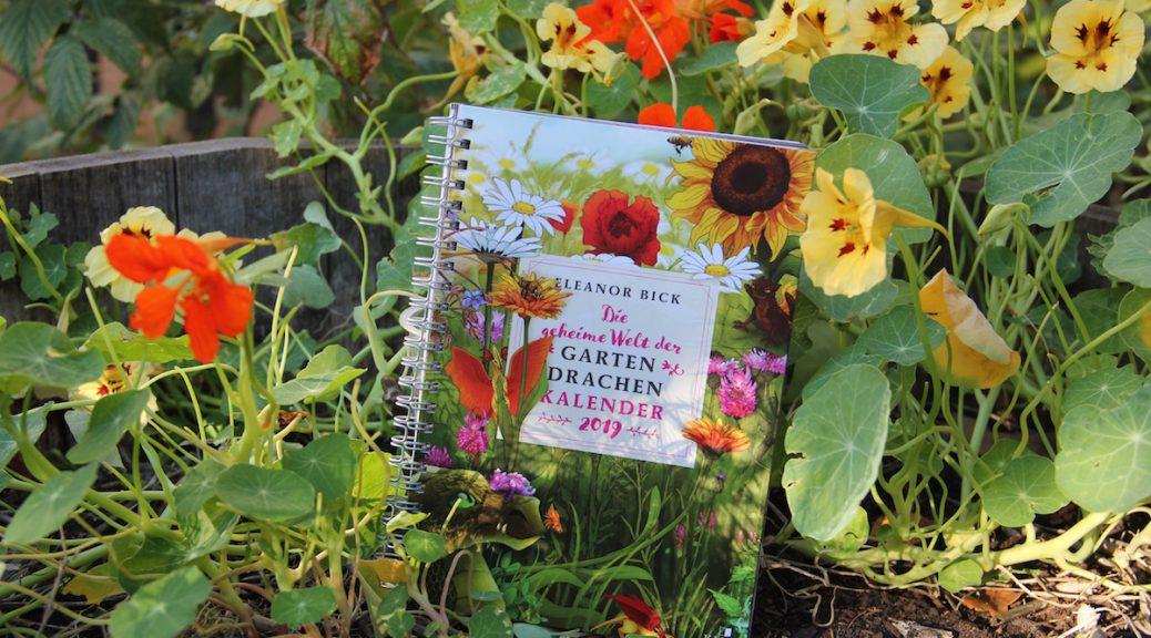 """Buchkalender 2019 """"Die geheime Welt der Gartendrachen"""" vor Kapuzinerkresse"""