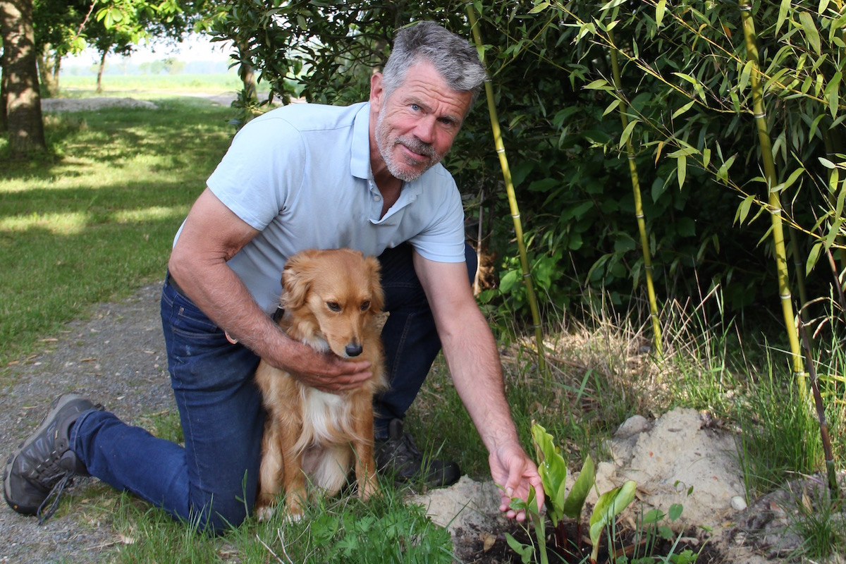 Frits Deemter mit Golden-Retriever-Mischling Nicky
