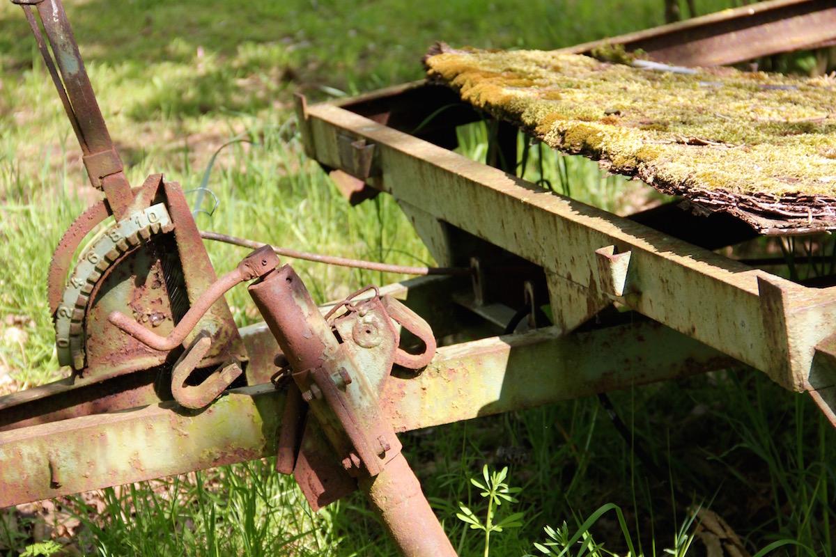 zerfallender landwirtschaftlicher Wagen